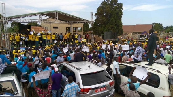 Kizza Besigye orders NRM supporters out of Wampewo grounds